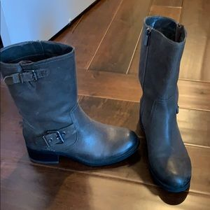 Gray boots size 8 Vince Camuto